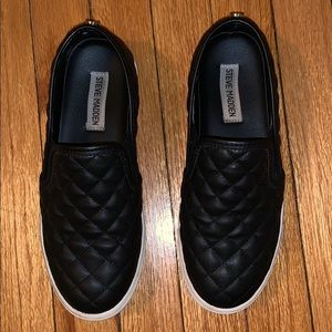 Steve Madden Shoes - Steve Madden black slip on sneaker